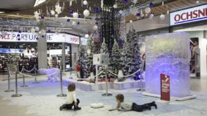Dekoration-Shopping-Center-Winter-Wonder-Land-Kunst-Eis-Eisbär-Fotoboden-Eventdekoration-Eventmarketing-Eventagentur-Emotion-Company-dekoelemente