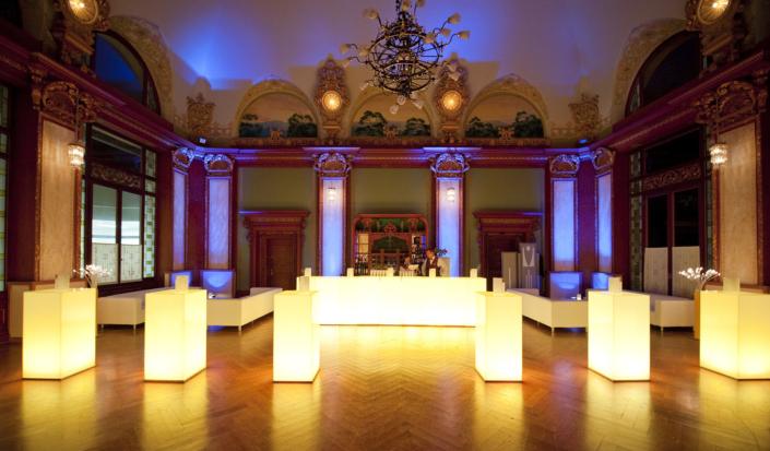 oungmobiliar-kongress-barelemente--mieten-bartheke-eventagentur-emtion.company