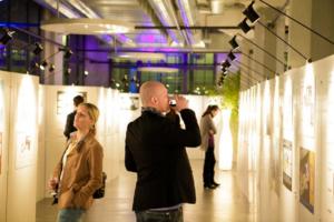 vernissage-ausstellung-foto-award-marketing-eventmarketing-eventagentur-emotion.company