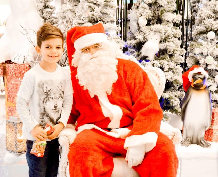 weihnachtsmann-santiglaus-dekoration-event-shopping-center-eventmarketing-eventagentur-emtion.company